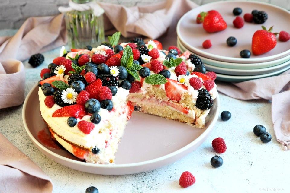 Beeren-Mascarponetorte- vegane Torte mit Beeren