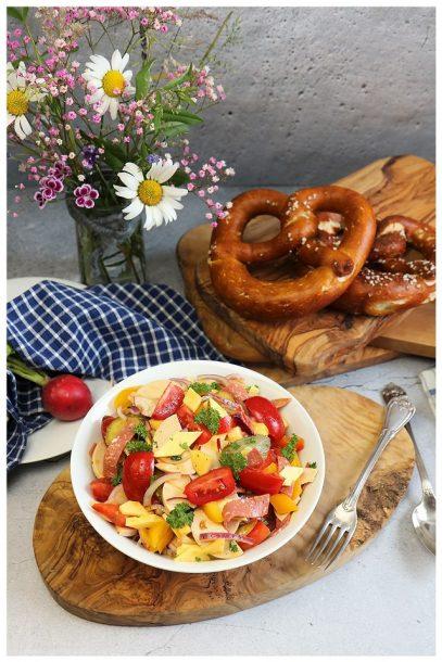 veganer bunter Wurstsalat - Sommersalat - veganes Picknick - vegan to go