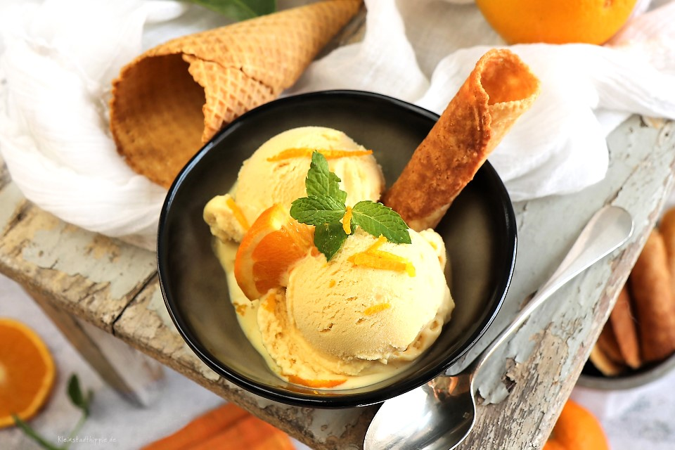 Rezept für herrlich, cremiges Orangen-Karamell-Eis mit Bräzeli (Brezeli / Bricelet)